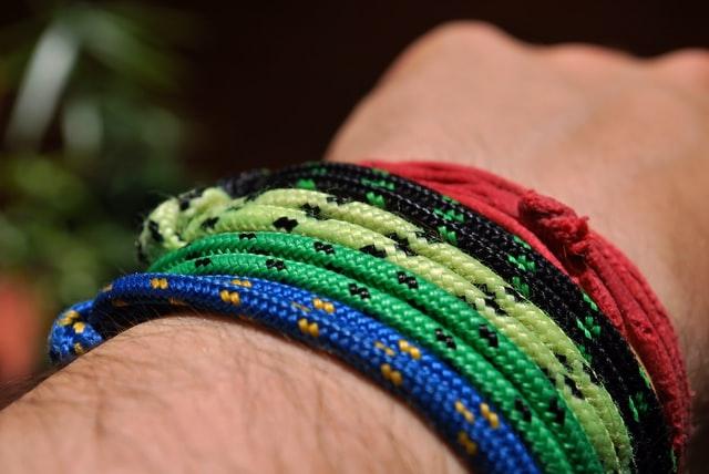 Soyez paré pour toutes les situations avec le bracelet de survie en paracorde